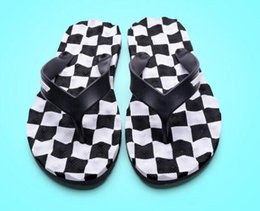 Fabric Boutique Australia - men slippers Luxury Boutique Fashion Brand FLat Summer Rubber non-slip beach Multicolo bathroom flat flip wholesale