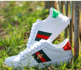 $enCountryForm.capitalKeyWord Australia - Good quality New Men Women Low Top Flats shoes Fashion Designer 3D Embroidery Sneakers 7 styles bee dog tiger heart Casual shoes 03