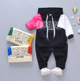 Bestselling new childrens clothes 2019 Spring and Autumn New Style Mens traje de manga larga de dos piezas Ropa de dibujos animados Suéter 1-5T