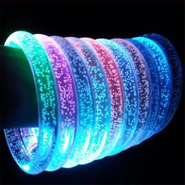 Ingrosso LED Acrilico Glitter Glow Flash Bracciale a led Giocattoli luminosi Bastoni Anello luminoso in cristallo Anello mano Bracciale Splendida Festa da ballo Regali di Natale