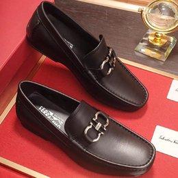 Ingrosso 2019new high-end di marca mens vera pelle scarpe da guida comode scarpe da uomo scarpe da uomo scarpe casual da uomo in metallo fibbia design con qo