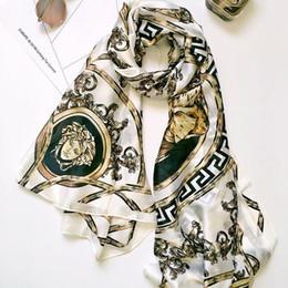 Venta al por mayor de Moda mujer seda impresión bufanda señora Charming pañuelo para el cuello de satén suave playa de viaje Sun Screen bufandas de seda TTA713
