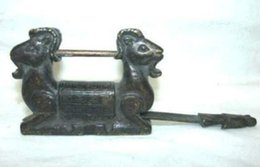 $enCountryForm.capitalKeyWord Australia - Rare Chinese old style Brass Carved Double sheep padlock lock and key