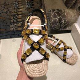 Женские сандалии с плоскими горками и кристаллами, летние слипоны в металлической коже для женщин на Распродаже