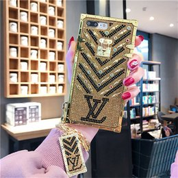 Flash phone covers online shopping - Luxury Paris Show Brands Designer Gold Flash Diamond Phone Case For iphone X Xs Max Xr S Plus Fashion Metal Chain Protective Cover
