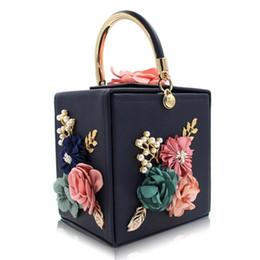 $enCountryForm.capitalKeyWord Canada - Berno fly Brand Women Evening Bag Ladies Flower Wedding Clutches Female Pink Black Rivets Chain Crossbody bags lady Clutch Purse #744146