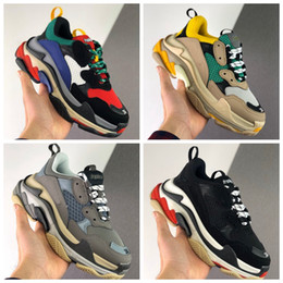 Mens gray casual shoes online shopping - 2020 triple s designer shoes for men women platform sneakers black white gray red pink mens trainers fashion sneaker casual dad shoe