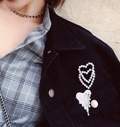 China Fashion Crystals Heart Brooches for Women Pins Silver Color Scarf Lapel Pin Weddings Party Banquet Brooch cheap wholesale anchor lapel pins suppliers