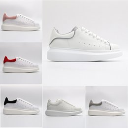 $enCountryForm.capitalKeyWord Australia - 2019 Designers Luxury Red Black White Platform Classic Casual Shoes Leather Casual Shoes Dress Canvas Mens Womens Sports Sneakers 36-44