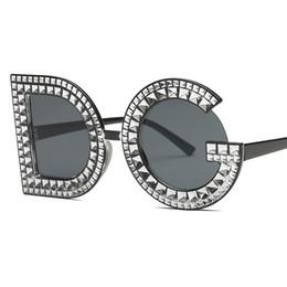 Venta al por mayor de Lujo Diamond Sunglasses mujeres diseñador de la marca 2018 nueva personalidad gafas de sol para mujer mujer dama de moda espejo gafas Uv400