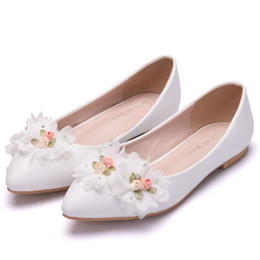 56a55a0e4fb Hochzeit Damen Single Schuhe Handgemachte Spitze Blume Strass Bogen Braut  Schuhe Brautjungfer Flache Schuhe Weiblichen Frühlingsherbst