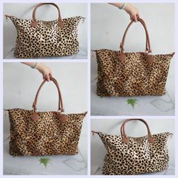 8b8843edaed Mujeres Leopard Duffel Bag Travel Tote bolso asas dobles Sarah gran  capacidad exterior Lady party Weekenders Bolsa LJJA2409