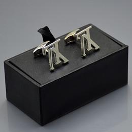 Prix promotionnel marié chemise Cufflink avec boutons de manchette boîte à bijoux de luxe Cuivre Boutons de manchette pour cadeau de Noël en Solde