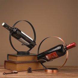 Titular de vinho mesa de mesa nrodic vintage redondo de metal exposição de uva placa chique champanhe desktop decor em Promoção