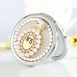 Wholesale bling rhinestone perfum bottle sides Mini Beauty pocket makeup compact mirror new year Party Favors friend bridesmaid gift