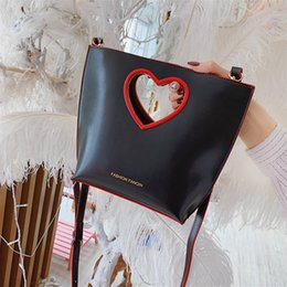heart shaped bags NZ - Heart-shaped handbag Bucket bags Cross body Purse Fashion Shoulder Lock Flap bags Female Bolsa Sacs Saj fanqie 3