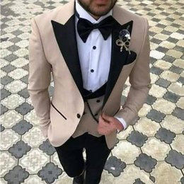 images bridegroom dresses UK - Bridegroom three-piece Groom Tuxedos Groomsmen Beige Suits men's Best Man slim Fashionable Dress (Jacket Pants Vest)