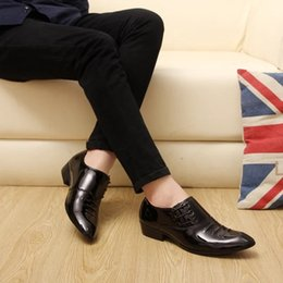 $enCountryForm.capitalKeyWord UK - Autumn and winter new young men's pointed small leather shoes men wear British style business hair stylist groom wedding shoes