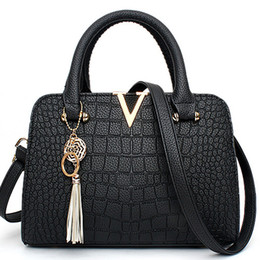$enCountryForm.capitalKeyWord Australia - PU Leather Women Bag V Letters Designer Handbags Luxury Quality Lady Shoulder Crossbody Bags Fringed Women Messenger Bag