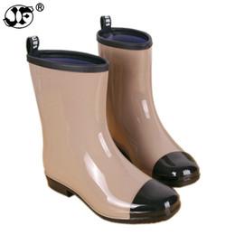 Toptan satış Karışık Renkler Yağmur Çizmeleri Kadın Orta buzağı Su Geçirmez Su Ayakkabı Kadın Rainboots Slip-on Wellies Sıcak Çorap gbh789