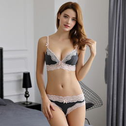 $enCountryForm.capitalKeyWord Australia - Lcw New design cotton lace side detachable shoulder strap no steel ring sexy two-color four-breasted underwear bra set wholesale
