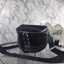 Discount black cross body chain - Global Free Shipping New Classic Luxury Crossbody Bag with Leather Breast Bag Best Quality 160066 Size 29cm 20cm 10cm
