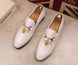 $enCountryForm.capitalKeyWord NZ - Hot Sale-uxury designers Men bees embroidery Dress Shoes Male Groom Slip on Flat Driving Shoes wedding Homecoming sheos GG90