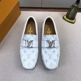Shoes Metal Print Australia - Designer fashion luxury 2019 men shoes printing Genuine leather Flat metal button Peas shoes casual shoes white high quality With box