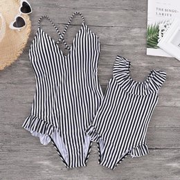 $enCountryForm.capitalKeyWord UK - Striped Mommy And Me Swimsuits Family Look Mother Daughter Swimwear Mom And Girl Matching Dresses Clothes Bikini Bathing Suits Y19051103