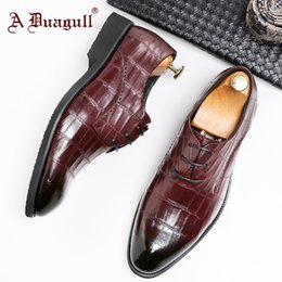 red derby shoes Australia - Layer Man Derby Business Affairs Leather Shoes High Archives Head Enchanting2019 Cowhide Embossing Chalaza Correct Dress Male Shoe