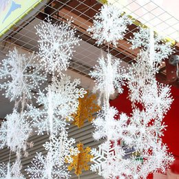 Discount white plastic snowflakes - 30pcs lot new arrival 11cm Christmas Ornament White Plastic Christmas Snowflake Tree Window Decorations For Home