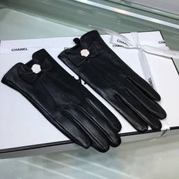 Accessories Leather Gloves Australia - Cha autumn and winter new sheepskin gloves, cute bows Camellia accessories, driving thin models Full touch screen gloves