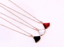 White Single Rose Australia - Japanese and Korean curved single-drill fan-shaped color shell small skirt rose gold necklace personalized color gold clavicle chain