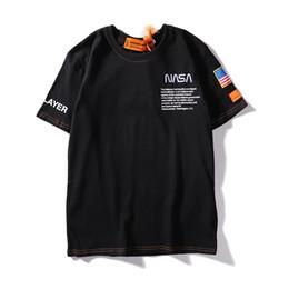Maglietta del progettista di marca di estate 19ss Maglietta del Mens Maglietta di marca Lettera Modello Mens Maglietta a maniche corte Tshirt Maglietta casual in Offerta