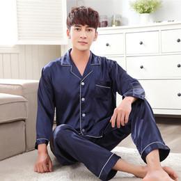 0b41b9552745a Атласная шелковая пижама с длинным рукавом для мужчин Осень Пижамы Мужская  пижама Набор Мягкая ночная рубашка для мужчин Пижама Sleep Lounge Большой  размер ...