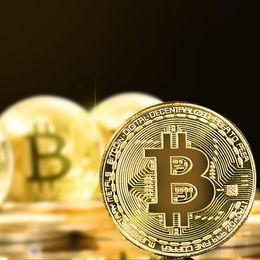 Toptan satış Altın Kaplama Ile Fiziksel Bitcoins Casascius Bit Sikke BTC Durumda Hediye Fiziksel Metal Antik İmitasyon BTC Sikke Sanat Koleksiyonu 1 adet
