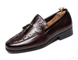 New dress british online shopping - New Arrival Men Casual Leather shoes British style Business Dress Fashion Man Dinner Party Shoe Fashion Tassel Slip On Flats Male Loafers