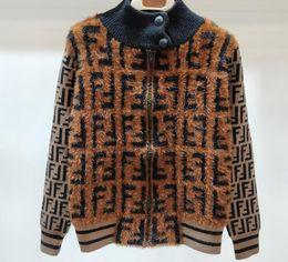 $enCountryForm.capitalKeyWord Canada - Women winter Warm plush coat fashion brand Luxury original classic F velvet fur shawl Top quality cute Mane stitching slim jacket