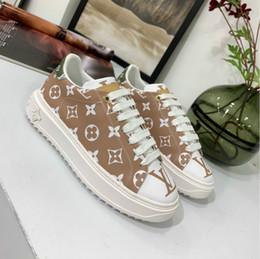 Europäische Schuhe der hohen Hilfe beiläufige Schuhe der Frauen neue handgemachte Schuhe 35-41 oberer Fabrikverkäufe des Leders geben Verschiffen frei im Angebot