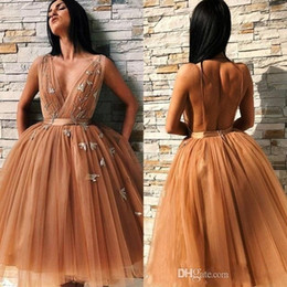 Wholesale sexy cocktails dresses for sale – plus size 2019 Newest A Line Champagne Gold Tulle Homecoming Dresses A Line V Neck Ruffles Short Cocktail Gowns Sexy Open Back BC0691
