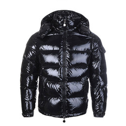 Mens Jacket Parka Homens Mulheres clássico Casual Down Jacket Coats Mens Outdoor revestimento morno Feather inverno Brasão Doudoune Homme Unisex Outwear
