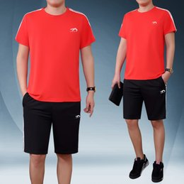 $enCountryForm.capitalKeyWord NZ - Mens Summer Solid Color Sports Suits T-Shirts+Black Knee Length Shorts Round Collar T-shirt 2019 New Casual Tracksuits M-5XL Plus Size