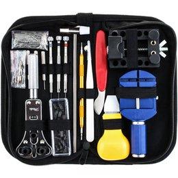 147 PCS Kit di riparazione dell'orologio Set di strumenti per barra a molla professionale, set di strumenti per perno di collegamento cinturino per orologio con custodia in Offerta