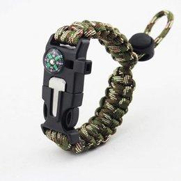 Vente en gros 2019 nouveau populaire fantaisie Design tissé à la main Paracord Bracelet réglable Sports de plein air sifflet Bracelet à vendre