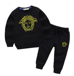 1af84dbd3 VENTA CALIENTE clásica nueva ropa para niños, niños y niñas, ropa  deportiva, ropa de bebé, suéter para niños con gorra, traje de dos piezas, 2 -9 años s1