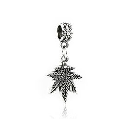 $enCountryForm.capitalKeyWord UK - Antique Silver Pendants Loose Beads Maple Leaves Engraved Metal Charms DIY Fit Pandora Bracelets Necklace Jewelry Accessories Findings