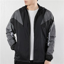 $enCountryForm.capitalKeyWord Australia - New Brand Mens Womens Designer Windbreaker Fall Autumn 2 Color Mix Casual Hooded Zipper Winter Coat Light Winter Jackets S-4XL Size LSY19887