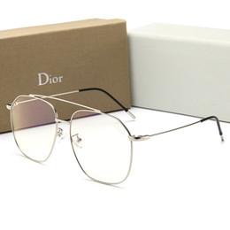 019c42d366 Gafas de sol de lujo de los hombres del diseñador de moda Sunglass Flat  Mirror para los hombres de las mujeres Gafas ligeras anti-azules del verano  con el ...