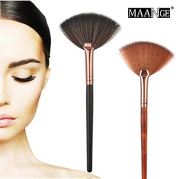 Wholesale 1pcs Fashion Fan Shape Makeup Brush for Cosmetic Face Powder Foundation Eyeshadow Make up Brushes Beauty Makeup Tool
