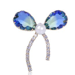 Discount sparkling brooch - wholesale Sparkling Zircon Bowknot Shape Brooch Luxury Freshwater Pearls Brooches For Women Girls Copper Collar Lapel Pi